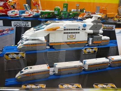 ハイパーガーディアン新幹線型のライナー車両