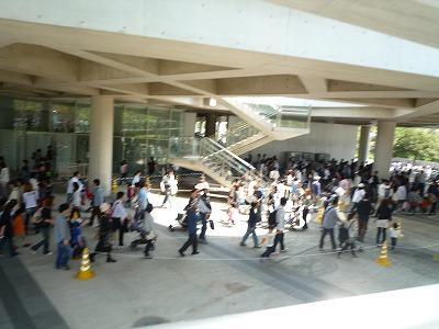 プラレール博2012に並ぶ列